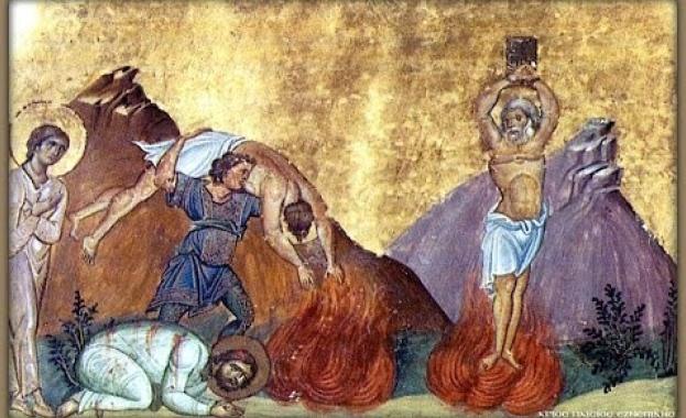 Църквата почита днес паметта на Св. мчци Карп и Папила.