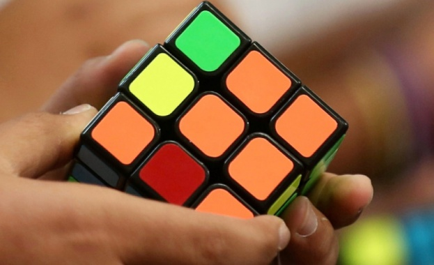 Правят филм за Кубчето на Рубик