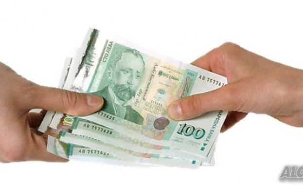 Как се плащат заеми и заплати по време на извънредно положение?