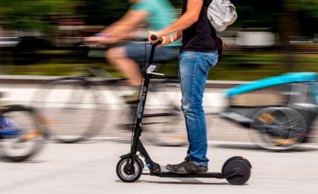 Без електрически тротинетки по тротоарите, определят максималната скорост за придвижване с тях (Снимки)