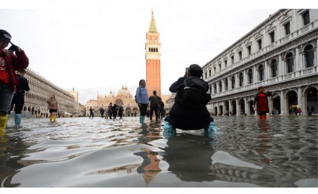 Венеция започна днес първото цялостно изпитание на система от прегради,