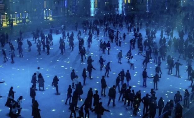 В Grand Palais откриват най-голямата ледена пързалка в света