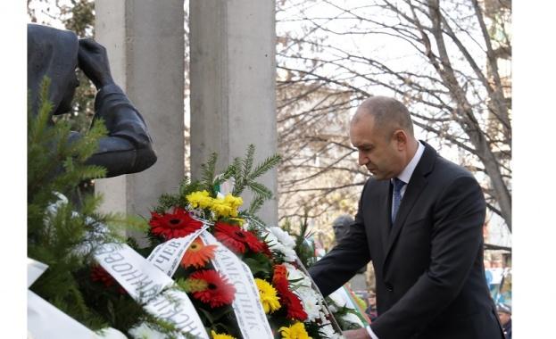 Румен Радев: Поколения военни и цивилни специалисти превърнаха ВМА в национална институция