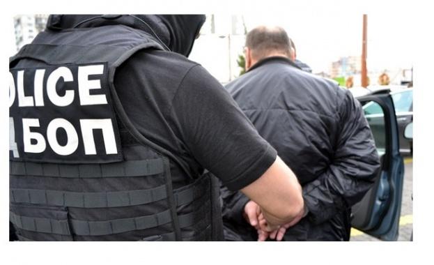 Разбиха наркогрупа, в която участвали и полицаи