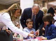 """Децата на """"Българската Коледа"""" украсиха елхата в Президентството"""