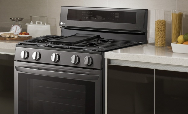 LG представят Air Fry и Knock- On InstaView технология за умни печки