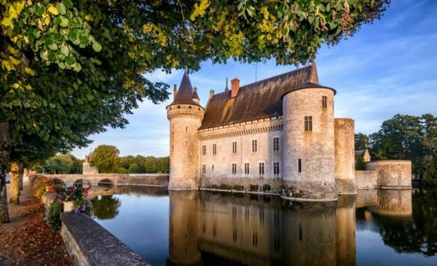 Френски дворец се продава за 55 долара