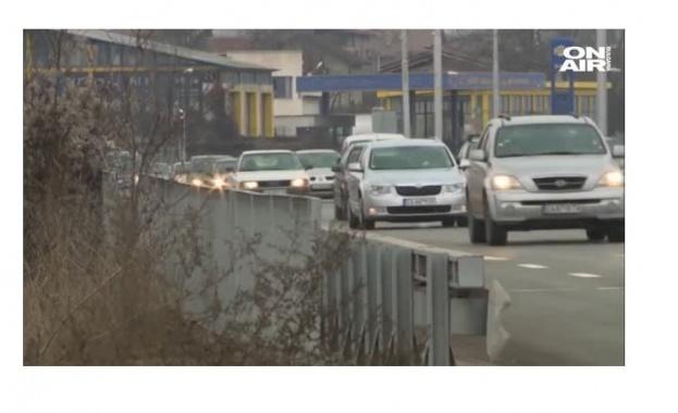 Километрични опашки, изнервени шофьори и хора, които закъсняват за работа