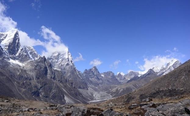 Около Еверест никне трева и разтревожи учените