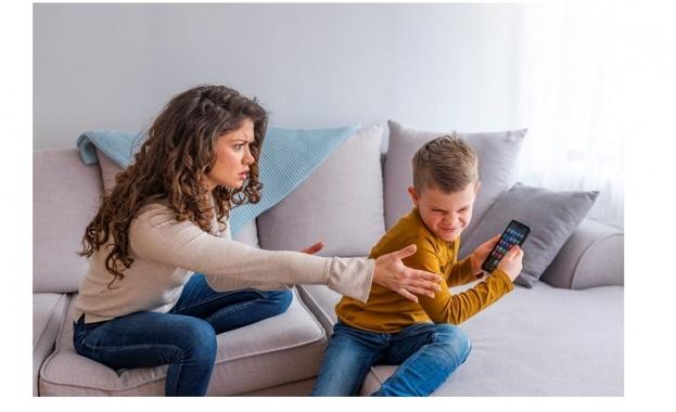 Сенатор от САЩ иска да забрани смартфоните за младежи до 21 г.