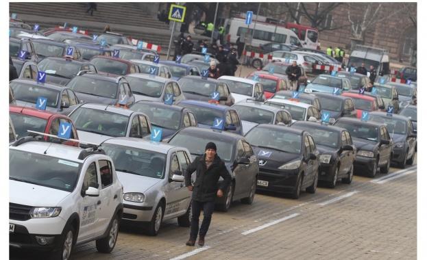 Автоинструктори блокираха центъра на София