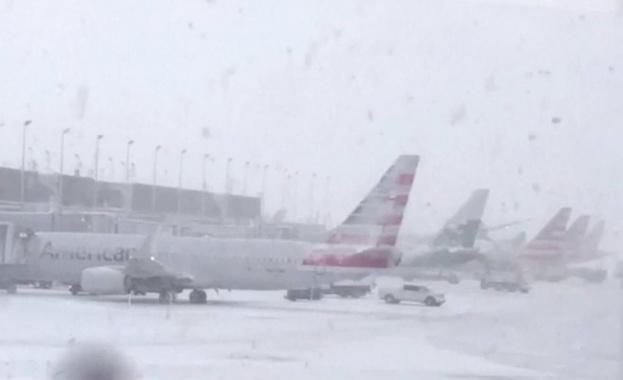 Стотици полети до Европа бяха отменени заради лошото време