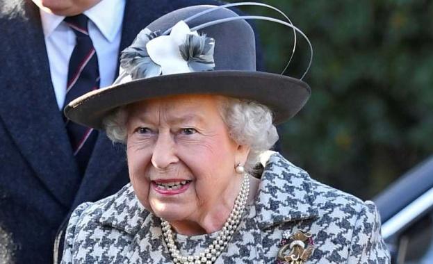 Британската кралица Елизабет II се е завърнала в Бъкингамския дворец