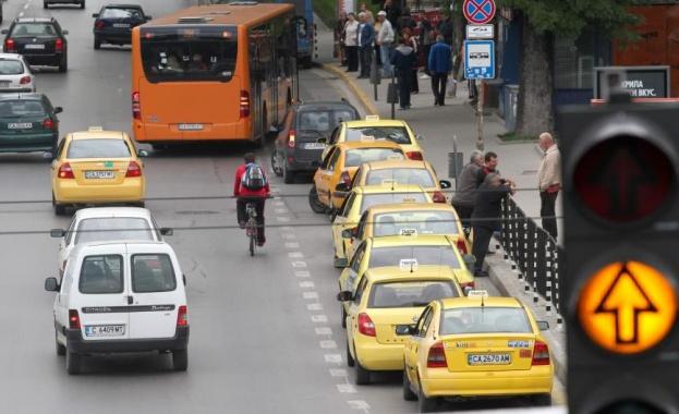 Такситата вдигат цените, таксата при качване става 1,50 лв