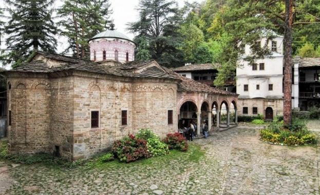 Троянският манастир посреща Възкресение Христово с извънредни мерки