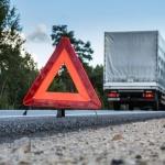 Обърнат ТИР между Наречен и Юговско ханче блокира движението на пътя Пловдив-Смолян
