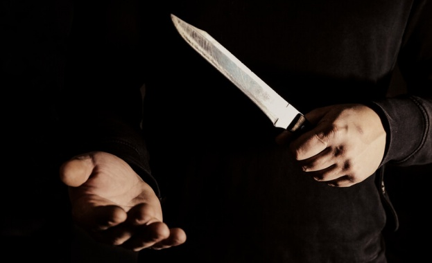 17-годишен намушка с нож връстник след спор