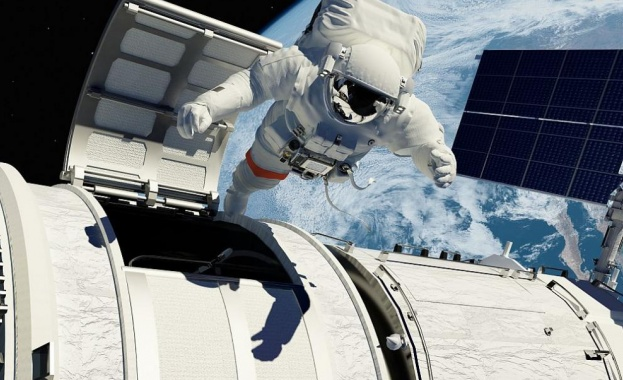 Руски астронавти излязоха на космическа разходка