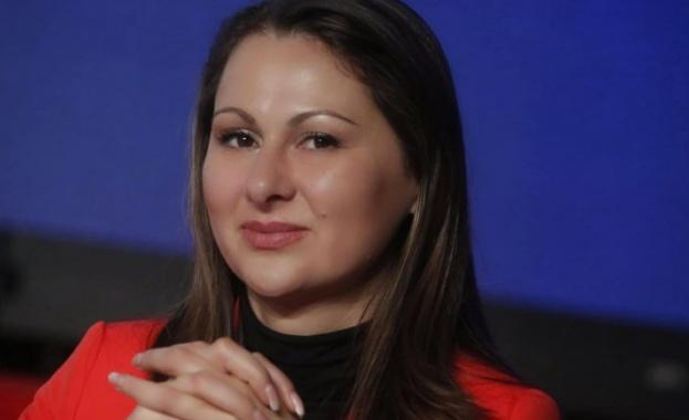 Секретарят на Изпълнителното бюро на БСП Вяра Емилова е с