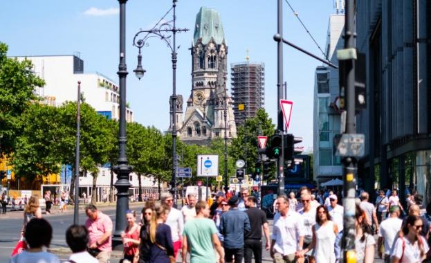 Германия удължава ограниченията за събирания на хора, въведени заради пандемията