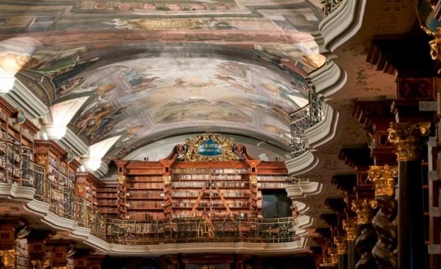 Националната библиотека на Чехия се намира в приказно красивия комплекс