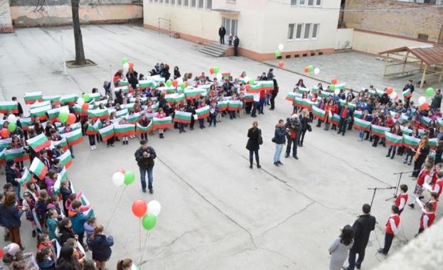 В навечерието на националния празник кметът на Враца Калин Каменов