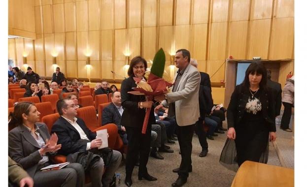 Председателят на БСП Корнелия Нинова присъства на отчетно- изборната конференция