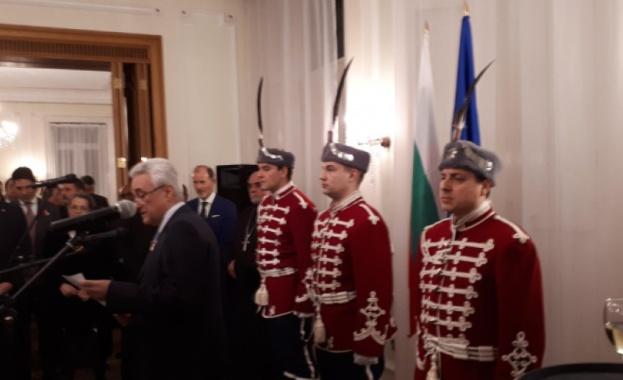 В българското посолство в Лондон посланик Марин Райков и съпругата
