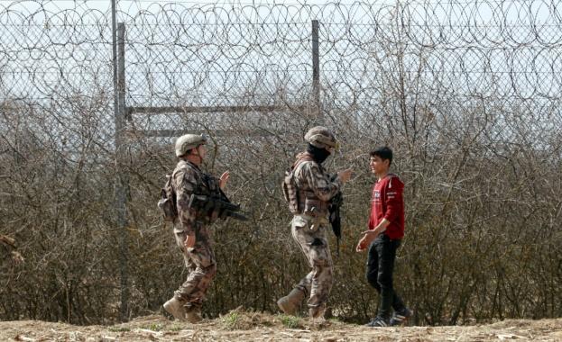 Гърция и Турция продължават информационната война във връзка със ситуацията