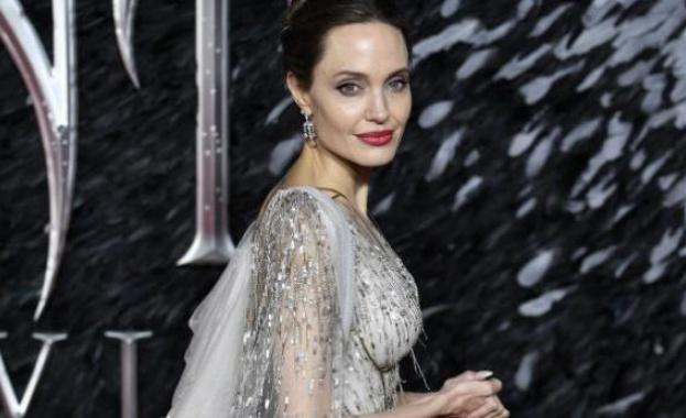 Анджелина Джоли дари 1 милион долара за осигуряване на храна