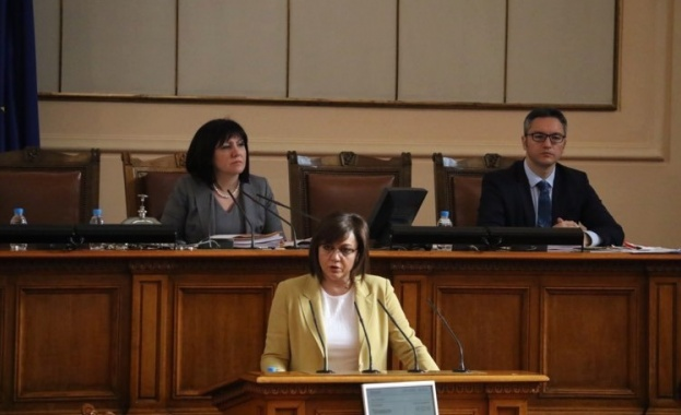 Нинова: Парламентарната република временно се отменя
