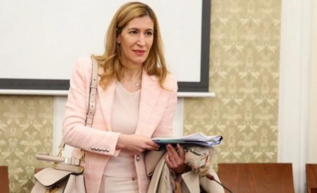 Николина Ангелкова: Въвеждаме ваучери за презаверка до 24 месеца за провалена почивка
