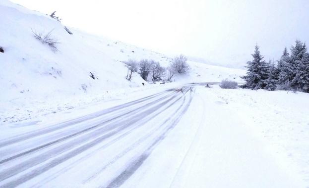 През следващото денонощие се очаква застудяване и нови снеговалежи. Шофьорите