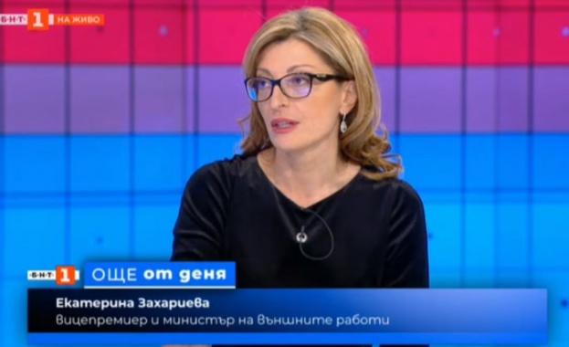 - Тук вече е външният министър Екатерина Захариева. Здравейте и