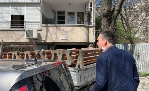 Срещу коронавируса: В Бургас прибират пейките от парковете (Снимки)