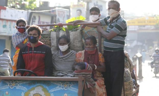 Полицията в Западна Индия използва сълзотворен газ, за да разпръсне