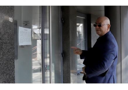 Емил Димитров се яви в прокуратурата