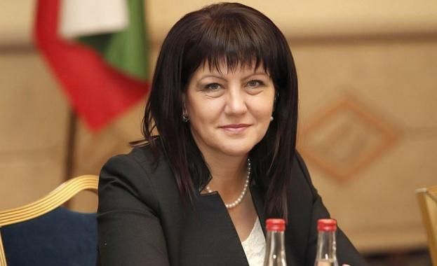 /КРОСС / Шефката на НС Цвета Караянчева даде извънреден брифинг