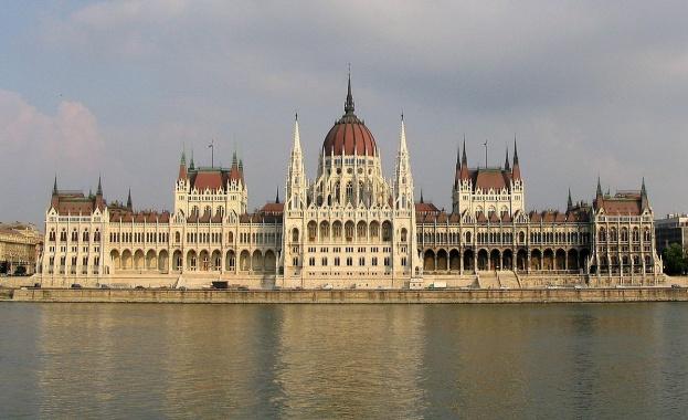 Унгарският премиер Виктор Орбан получи днес правото да управлява с