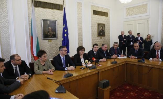 Корнелия Нинова: Не бива да позволяваме и едно българско дете
