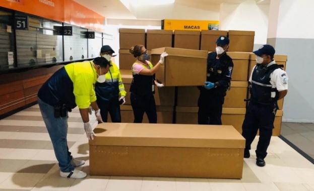 Правителството на Еквадор започна да слага телата на починалите от