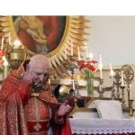 Арменците празнуват Цветница, богослуженията се предават по интернет (Видео)