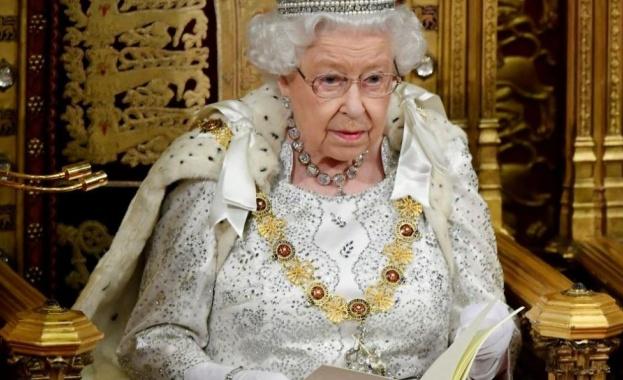 """Кралица Елизабет II в безпрецедентно обръщение към нацията заяви: """"Ще"""