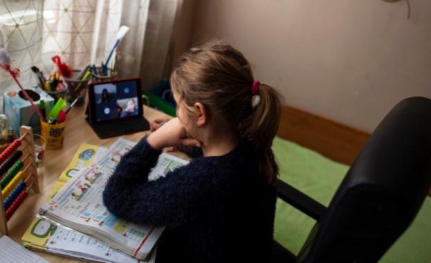 Учители настояват за дистанционно обучение