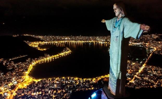 """Статуята на Христос в Рио де Жанейро беше """"облечена"""