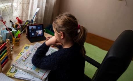 МОН: Не е изключено учебната година да започне дистанционно