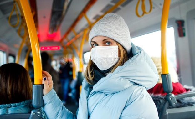 В Полша вече ще може да се излиза на улицата без маска