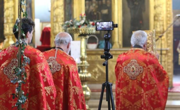 """В """"Света Неделя"""" бе отслужена великденската служба Второ Възкресение"""
