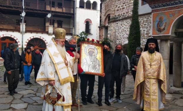 В Бачковския манастир изнесоха иконата на Света Богородица до Клувията