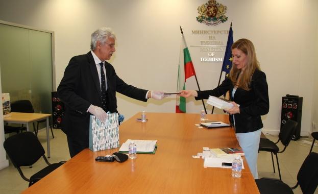 Емил Георгиев - председател на ФПБ на среща с министър